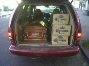 funny-funeral-beer-hearse-picture